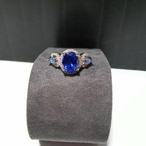 Women`s marked 925 blue stone ring.